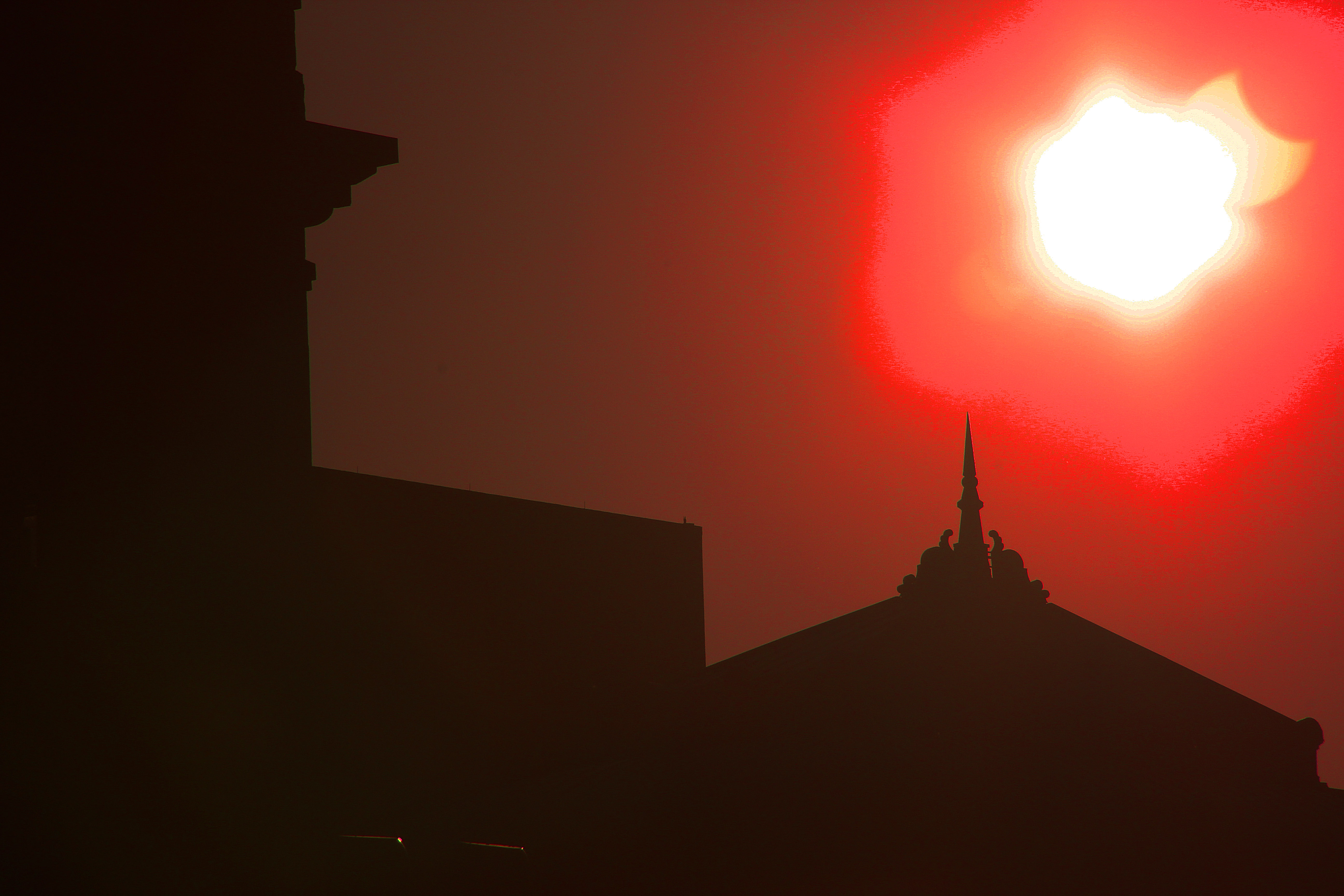 Oct Eclipse Red Capital Nice
