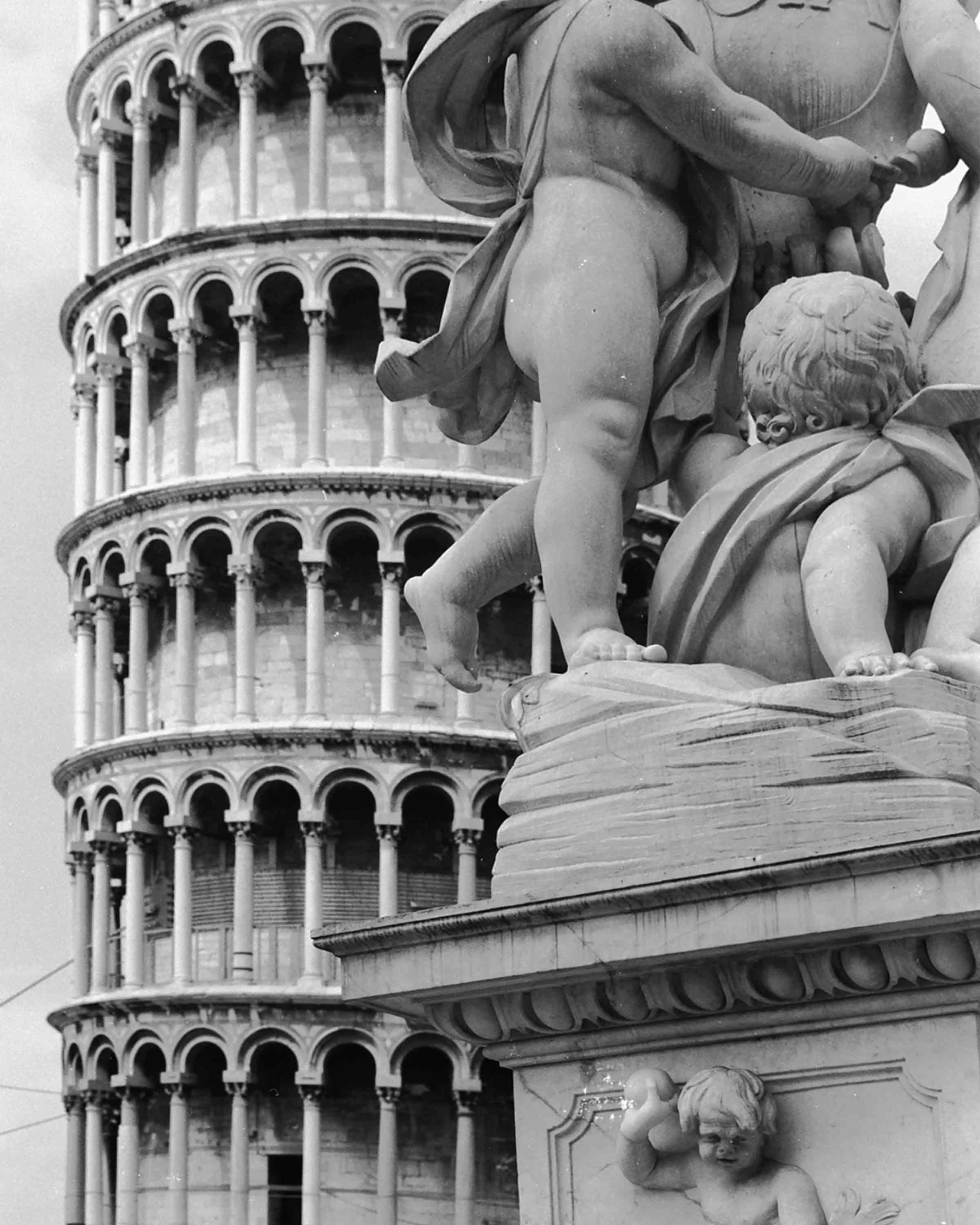 Pisa-CORRECTED Statue on Leaning Tower