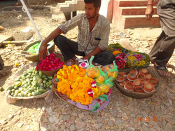 A street seller during festival season.JPG