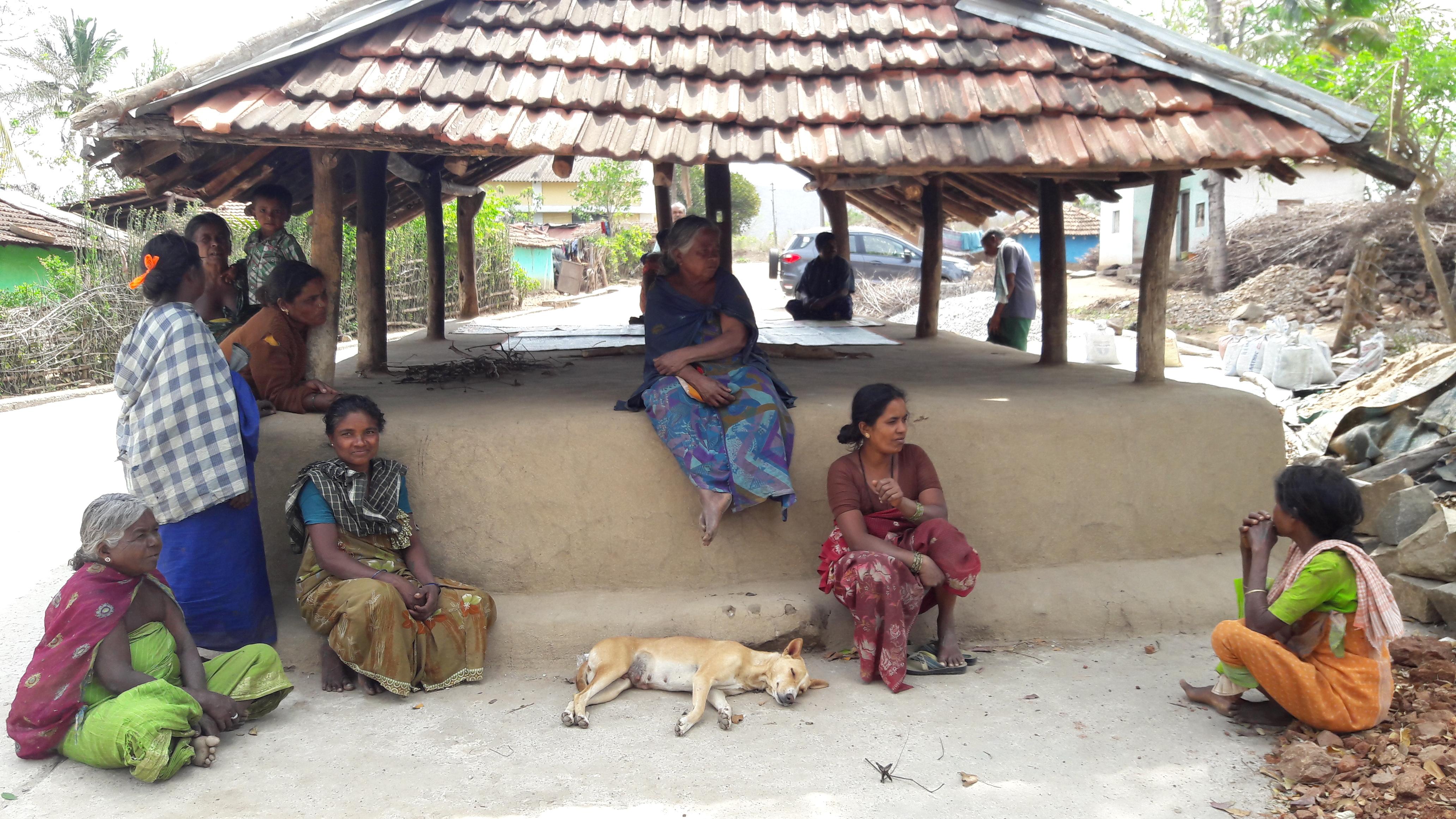 Women in a Betta kurumba Village