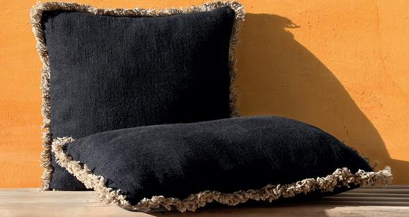 Housse de coussin noir avec franges 45x45cm