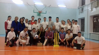 Ambassador Catherine Arnold brings the BBC to play cricket with School 34