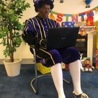 Piet op laptop