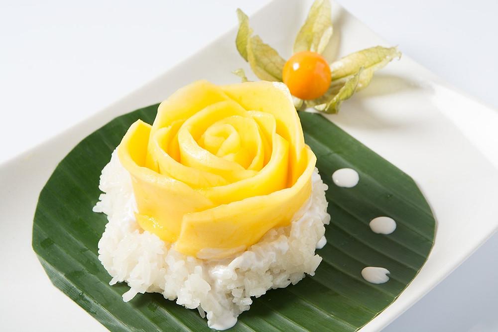 Rose de mangue sur riz au lait de coco