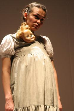 Contos menina com boneca .jpg