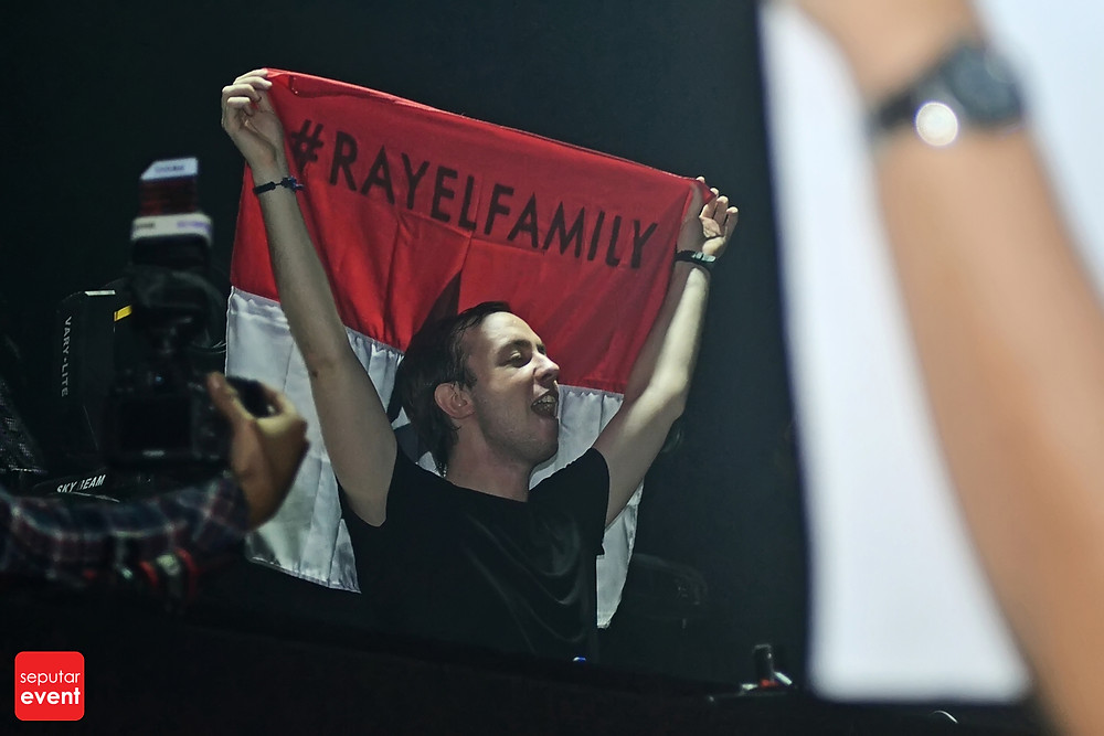 Cirque D'Colosseum with Andrew Rayel (12).JPG