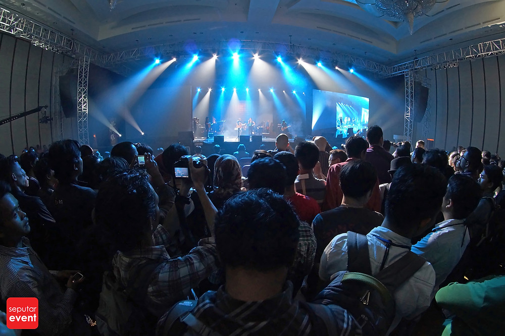 Slank Bawakan Lagu Daerah di Indonesia WOW Concert (6).JPG
