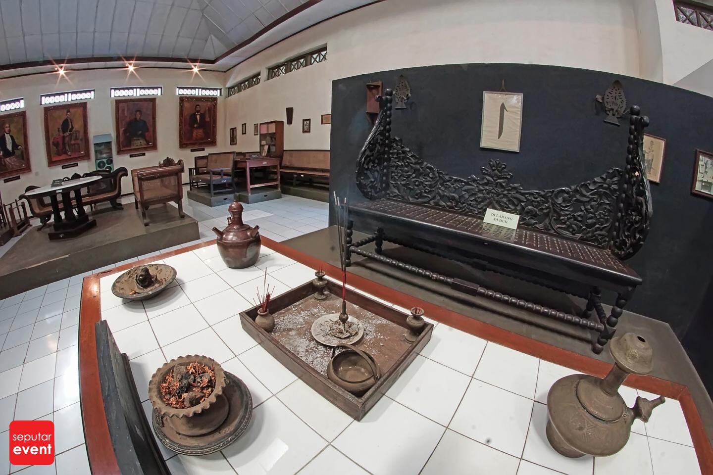 Menghabiskan Sore di Museum Kartini (6).JPG