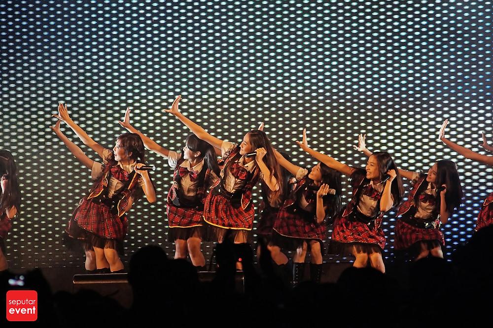 Slank Bawakan Lagu Daerah di Indonesia WOW Concert (2).JPG