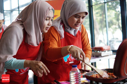 Cooking Class with Celebrity Chef 2015 (125).JPG
