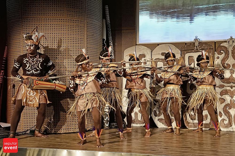 Teater Koma Persembahkan Cahaya dari Papua (5).JPG