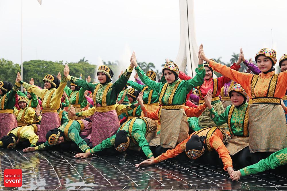HUT TMII Gelar Pawai Budaya Nusantara (3).JPG