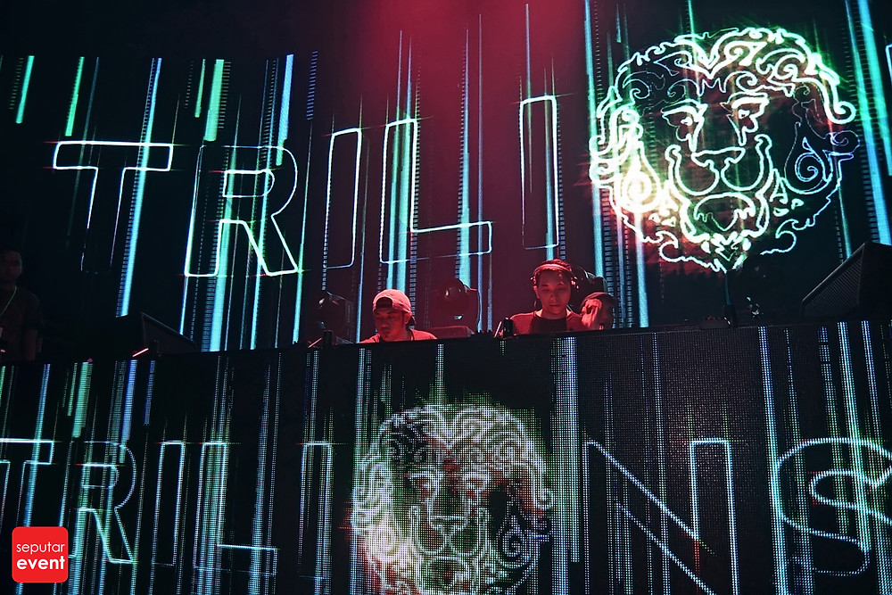 Cirque D'Colosseum with Andrew Rayel (14).JPG