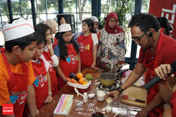Cooking Class with Celebrity Chef 2015 (150).JPG