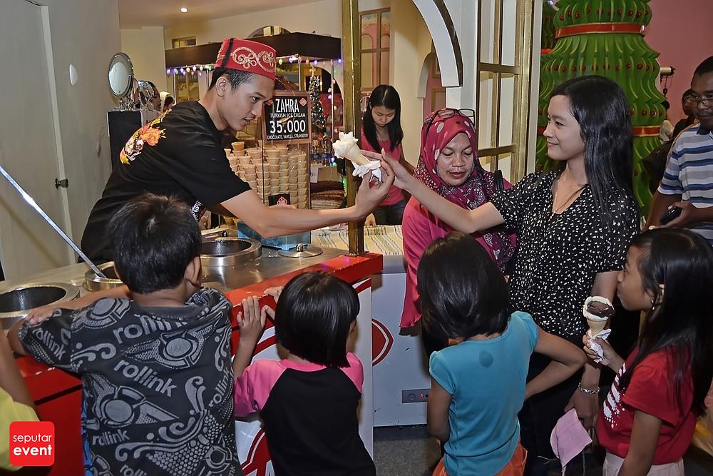 Ensogo Indonesia Present Eat for Christmas at Mall Taman Anggrek (5).JPG