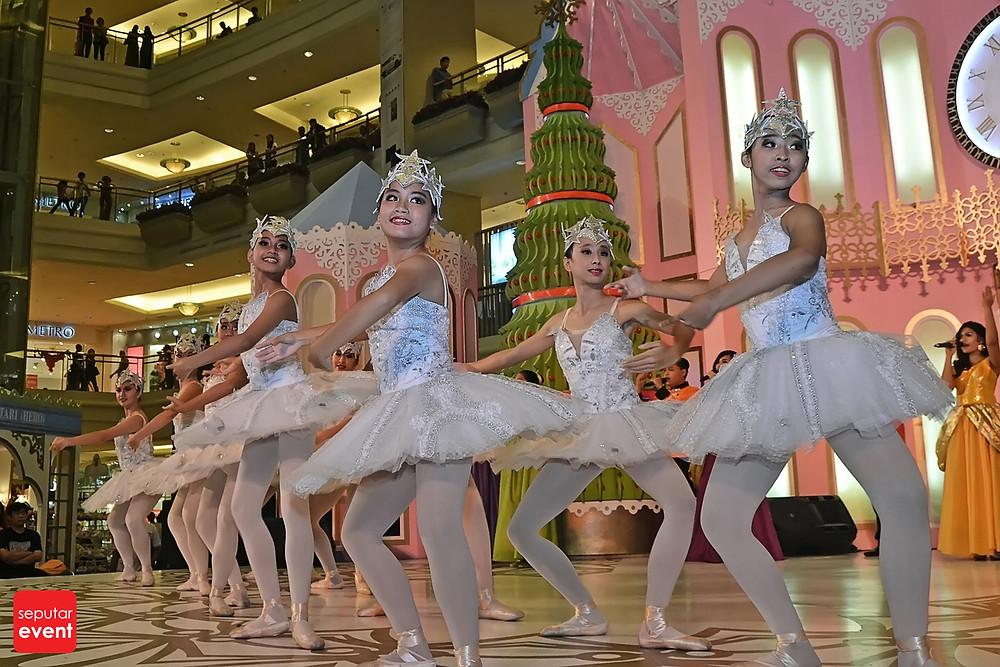 Ensogo Indonesia Present Eat for Christmas at Mall Taman Anggrek (6).JPG