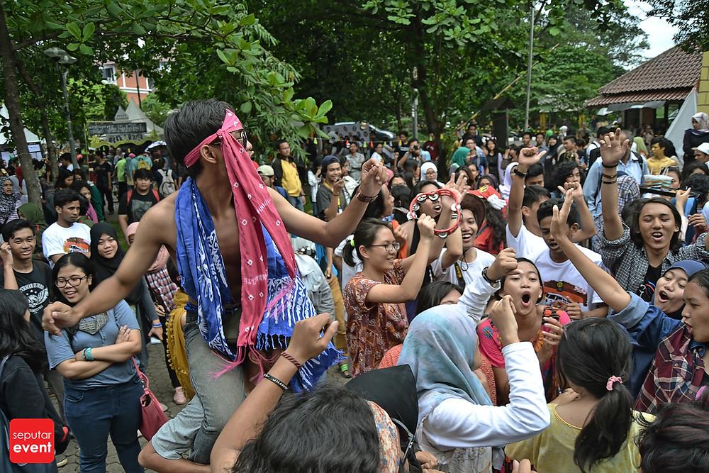Festival Budaya Universitas Indonesia Love; Peace and Freedom (17).JPG