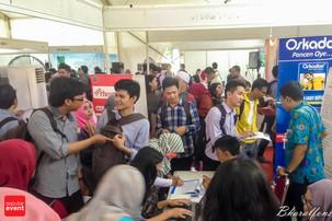 Ribuan Pencari Kerja Padati Indonesia Job For Career 2016