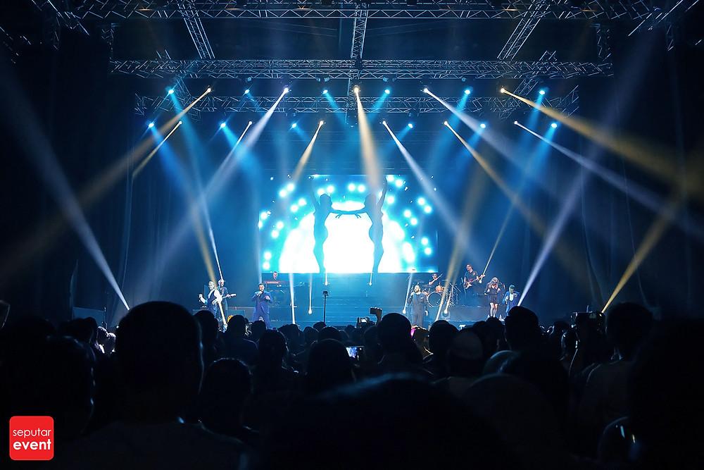 Konser Boyzone, Malamnya Para Remaja 90-an Bernostalgia (8).jpg