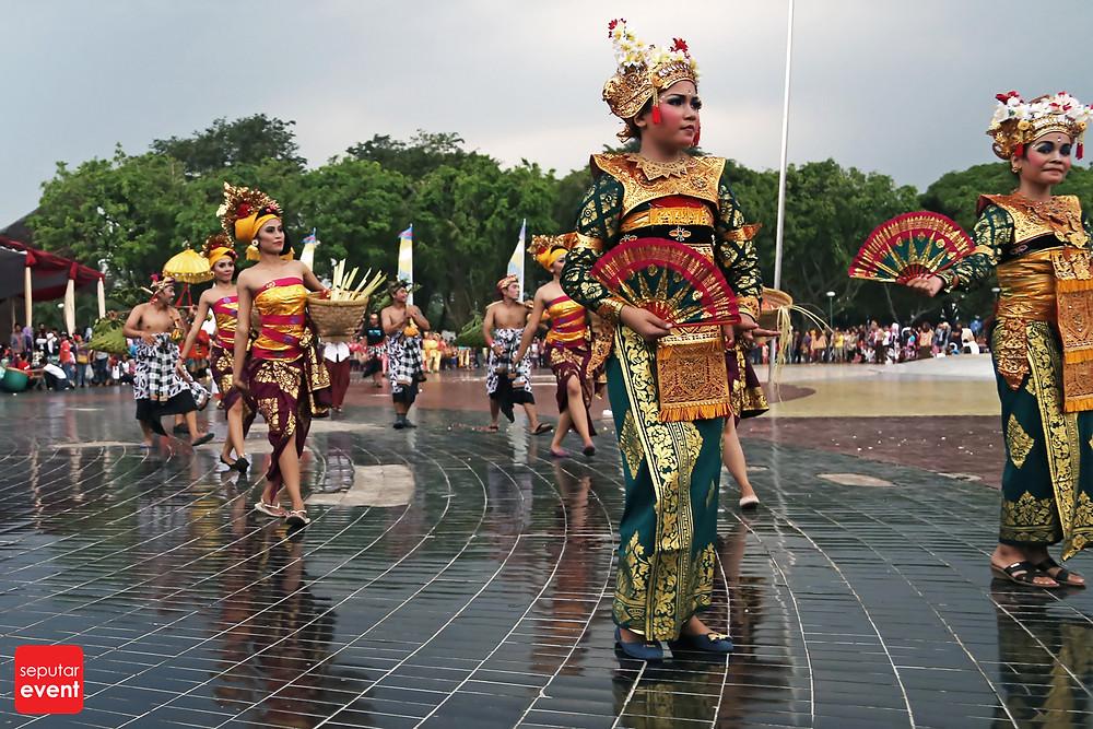 HUT TMII Gelar Pawai Budaya Nusantara (7).JPG