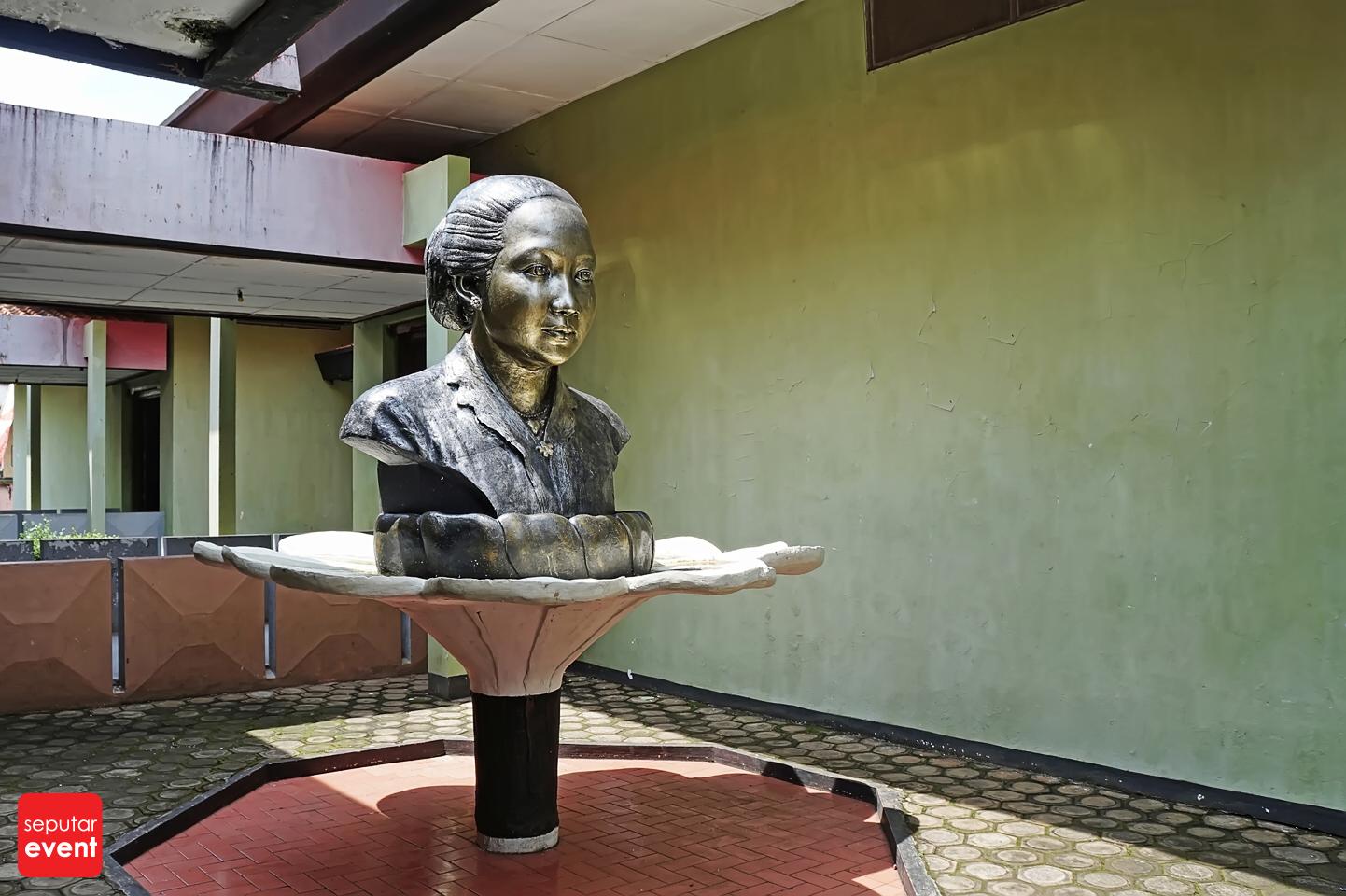 Menghabiskan Sore di Museum Kartini (1).JPG