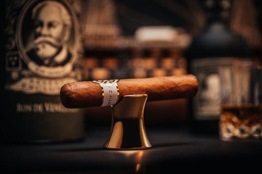 AlenfraProductions_Alestimo-cigar-stand__Z6A0613-Edit.jpg