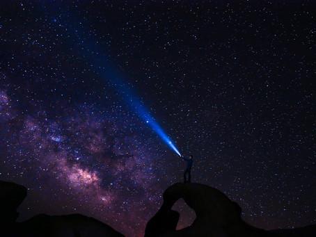 Neden Tüm Yıldızlar Uzayda Sabitlenmiş Gibi Görünüyor?