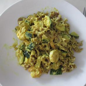 Pâtes courgette et scampis au curry