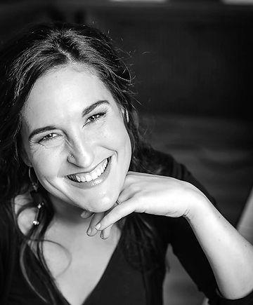 Pianiste et chef de chœur, Roseline Blain s'exprime par la voix de la musique.