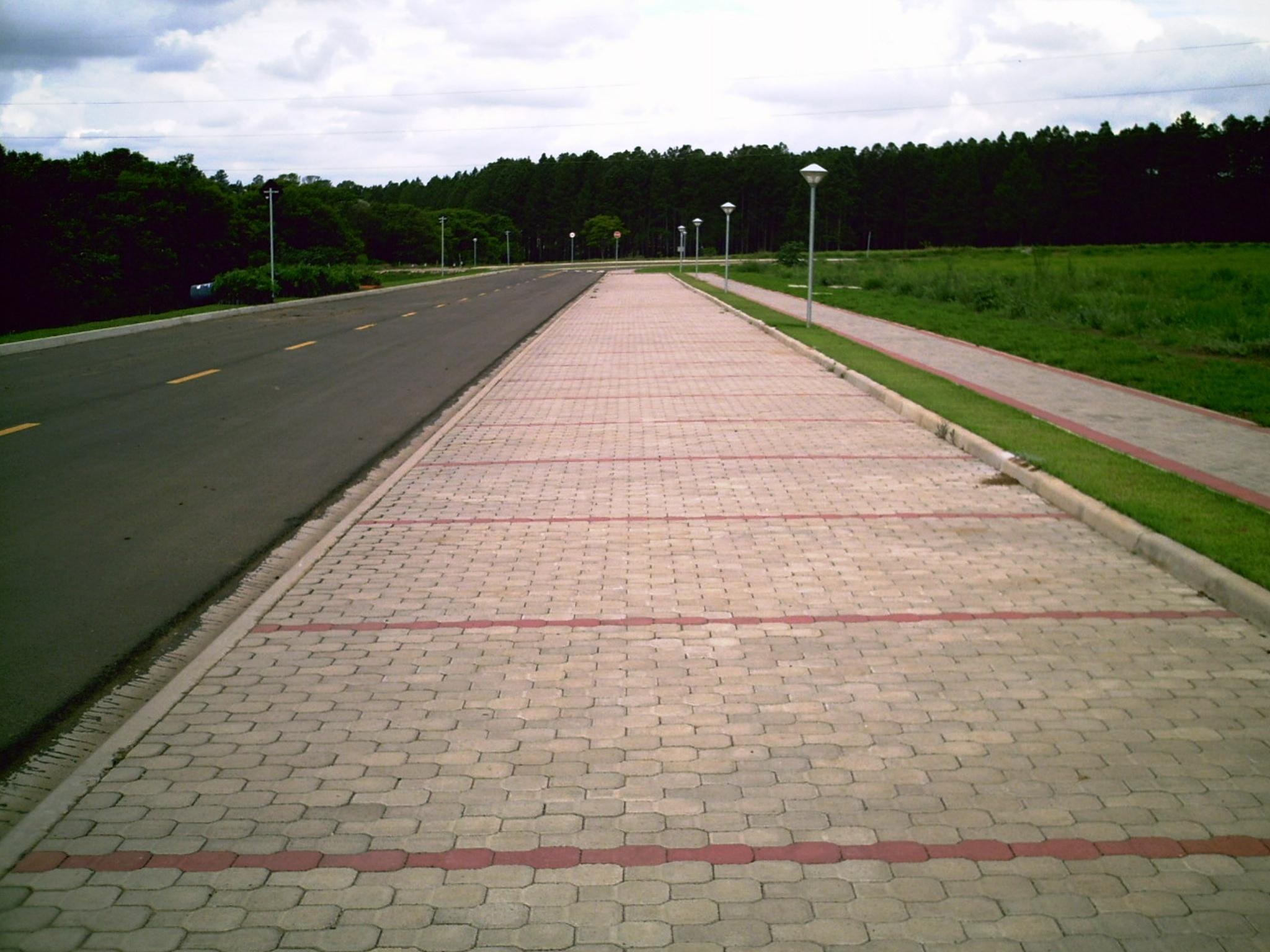 (Foto 3) Estacionamento  da  Aeronautica Usp Sao Carlos
