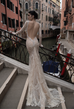 How to prepare and style for a backless wedding dress