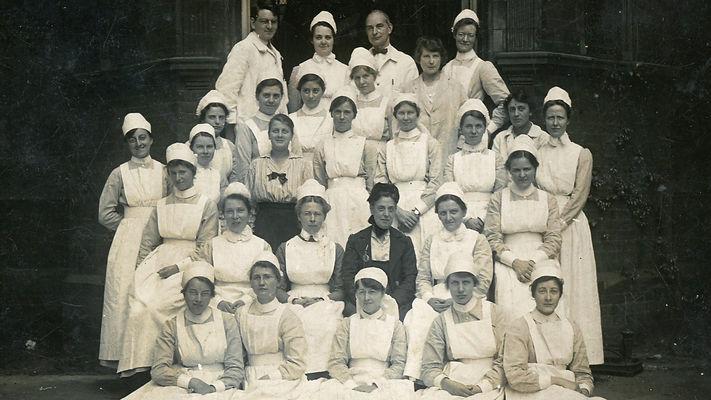 Vintage photo nurses 1920s.30s.16.9.jpg