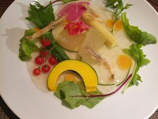トマト味噌の牛なべコース 前菜の一例
