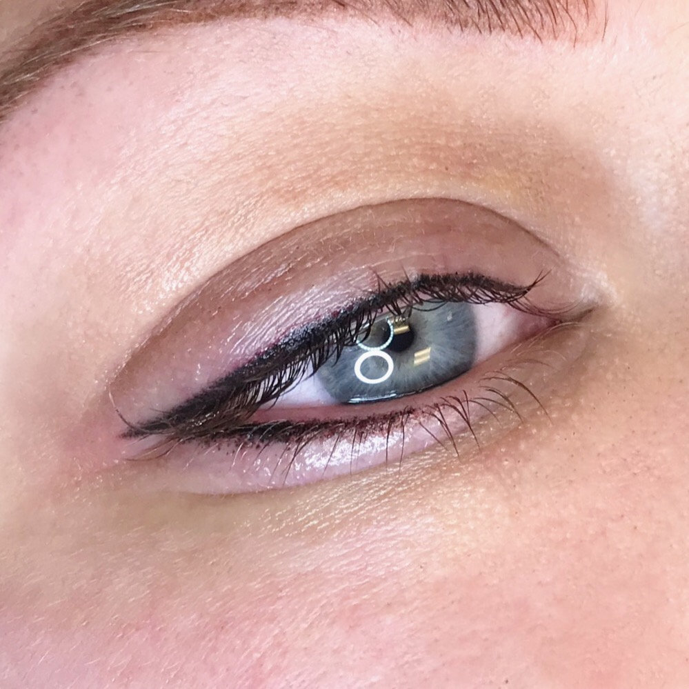 Eyeliner - Tattooed (top & bottom lids)