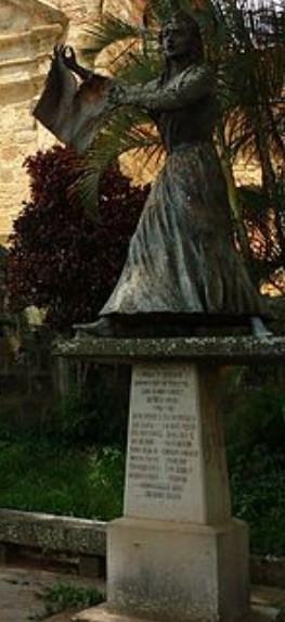 Estatua de Manuela Beltrán localizada en el casco histórico de Socorro, Autoría del maestro Arcángel Castellanos López.