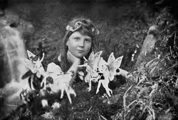 Las hadas supuestamente fotografiadas por Arthur Conan Doyle.
