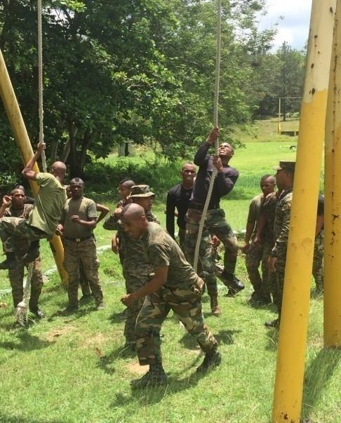 Foto: Entrenamiento de soldados profesionales. Tomada de video de Escuela de Lanceros.