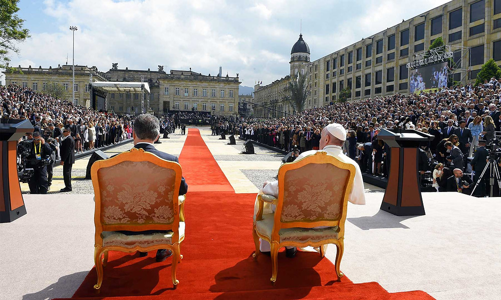 / Foto inferior:La mujer, los jóvenes, los campesinos, los excluidos, fueron mencionados por el Papa Francisco en la Casa de Nariño. / Autor: César Carrión,SIG
