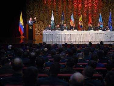 Santos dice a generales que les cumplió lo prometido
