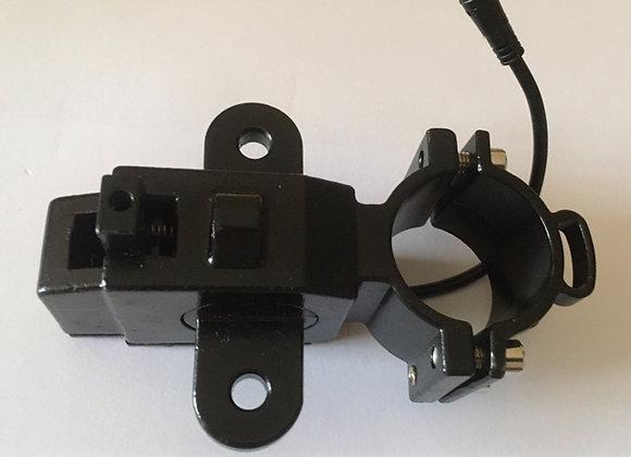 Connecteur maintient en hauteur les roues avant du fauteuil roulant