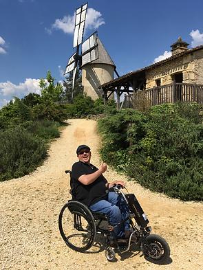 autonomia.shop,fauteuil roulant,3eme roue pour fauteuil roulant,roue fauteuil roulant,lomo 360,roue tout terrain pour fauteuil roulant,