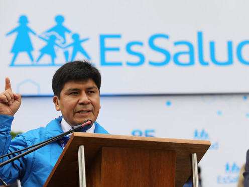 ESSALUD: MARIO CARHUAPOMA RECIBIÓ DOBLE SUELDO DEL ESTADO