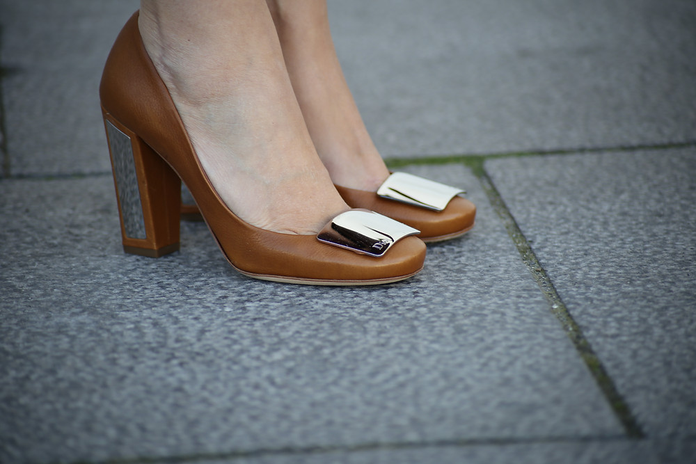dior-pumps-brown.jpg