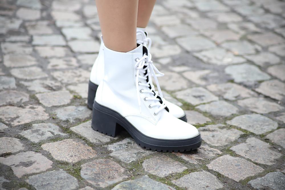 kendall-kylie-white-booties.jpg