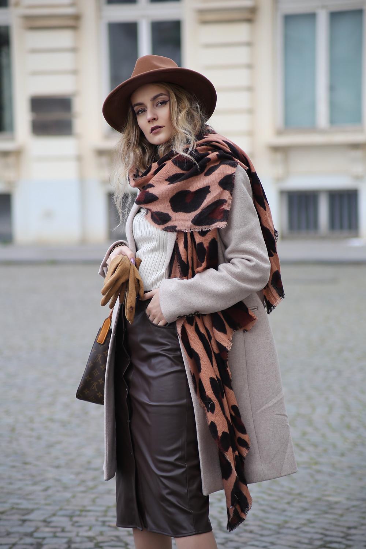 how-to-wear-a-scarf.jpg