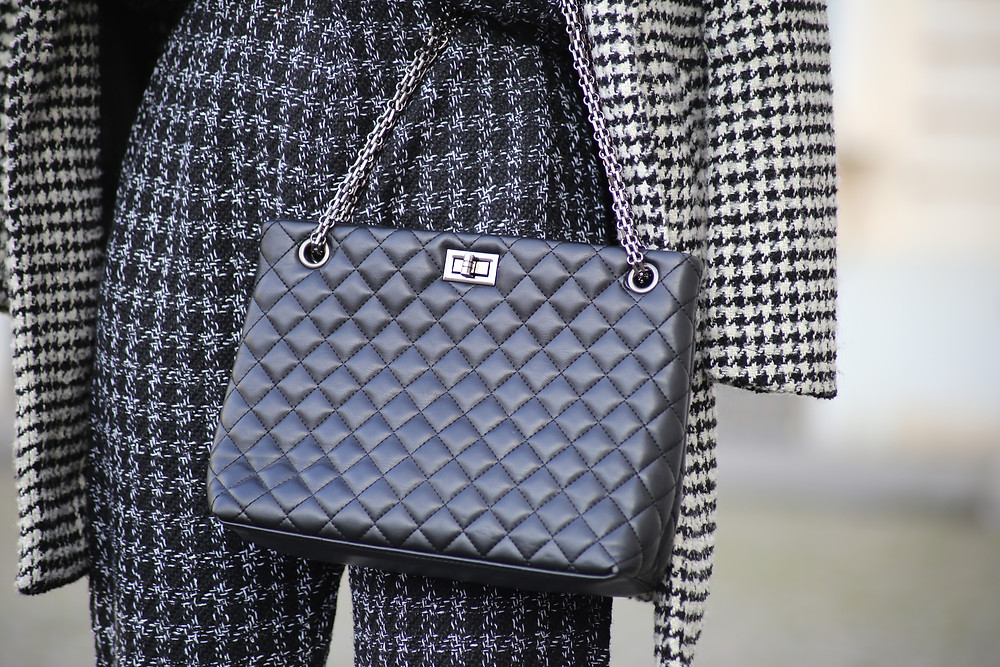 black-lookalike-chanel-bag.jpg