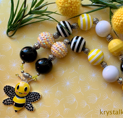 Beautiful Little Girls Chunky Bead, Bubblegum Bead, Bumble Bee Charm Necklace