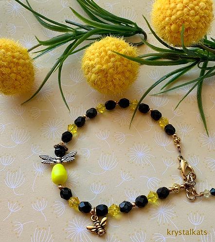 Ladies Cute Bumble Bee Beaded Swarovski Crystal Charm Bracelet Silver or Gold