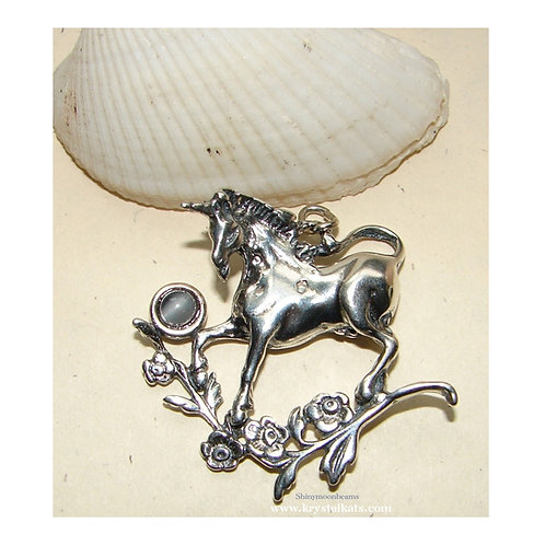 Sweet Unicorn Pendant with Mother of Pearl