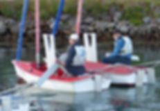 two volunteers de rigging the hansa dinghies